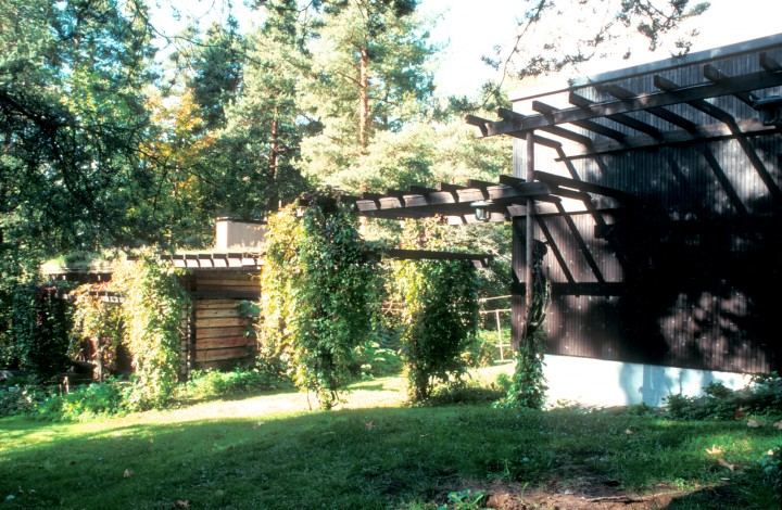Courtyard, the sauna left and the house right, Villa Kokkonen