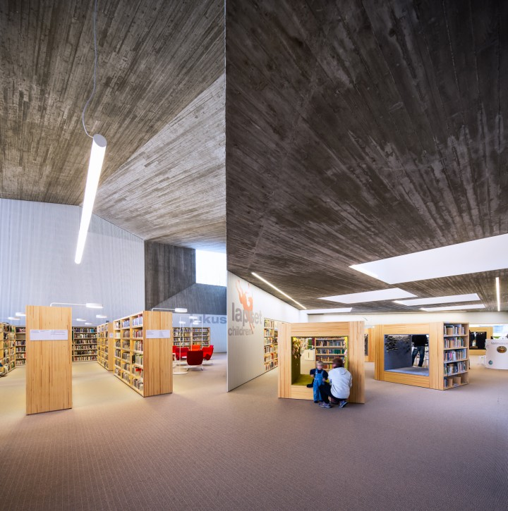 Adult section (left) and children's section., Seinäjoki City Library Apila