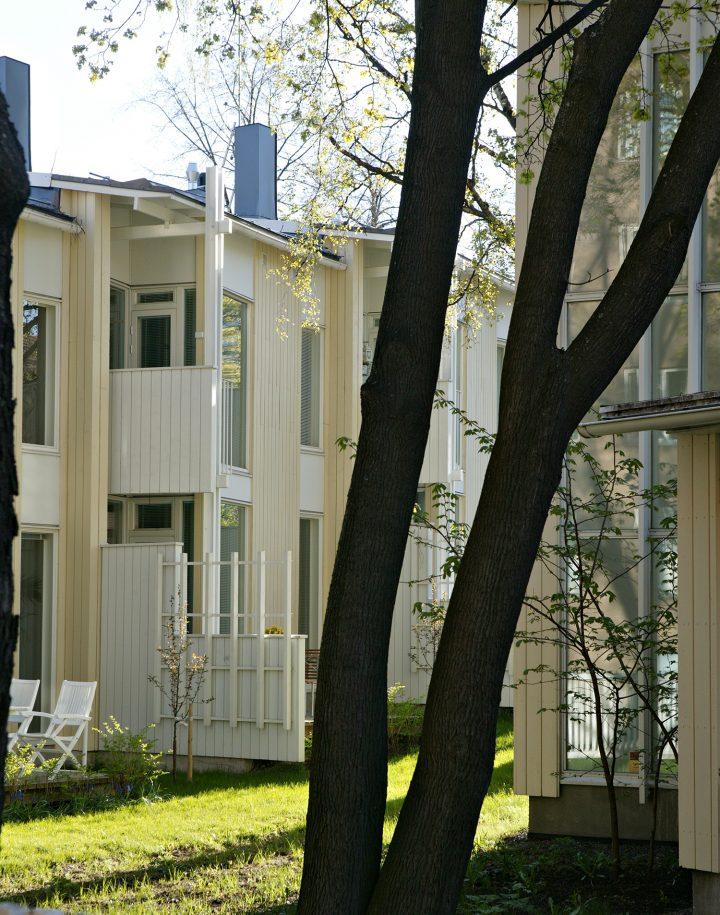 Garden side façade, Runopuisto terraced house