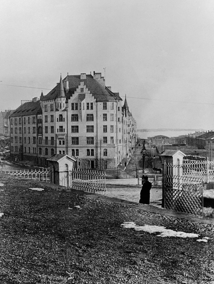 The building photographed right after the completion in 1903, Aeolus House