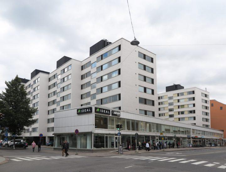 The modernist housing complex photographed from Linnankatu, Carenia & Linnankatu 8 Housing