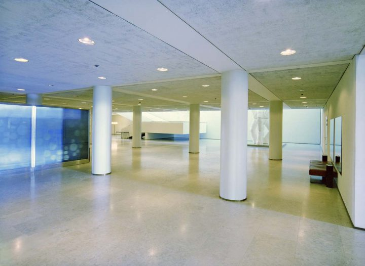 Entrance floor after remodelling by Aarno Ruusuvuori., Helsinki City Hall