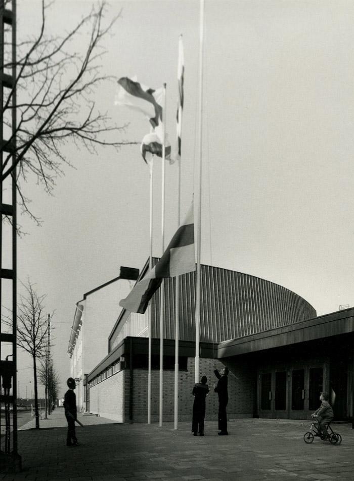 The main entrance, Pori Commercial School
