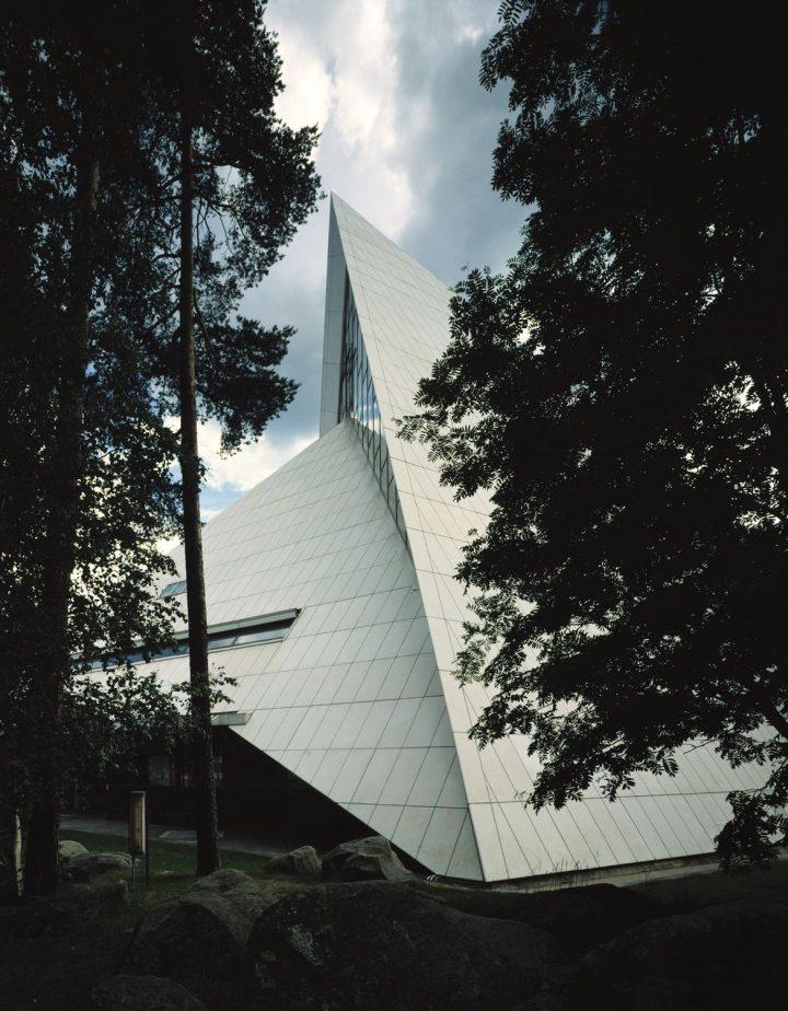 Church is surrounded by woods, Hyvinkää Church