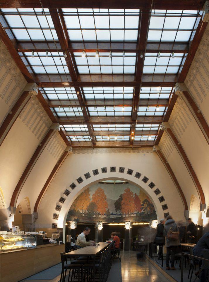 Interior, Jugend Hall