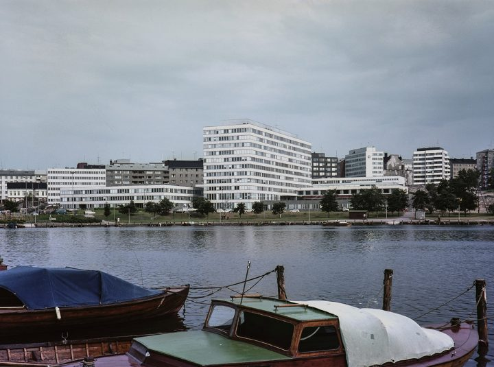 Kallio Municipal Officies photographed in 1965 from Eläintarhanlahti bay, Kallio Municipal Office Building