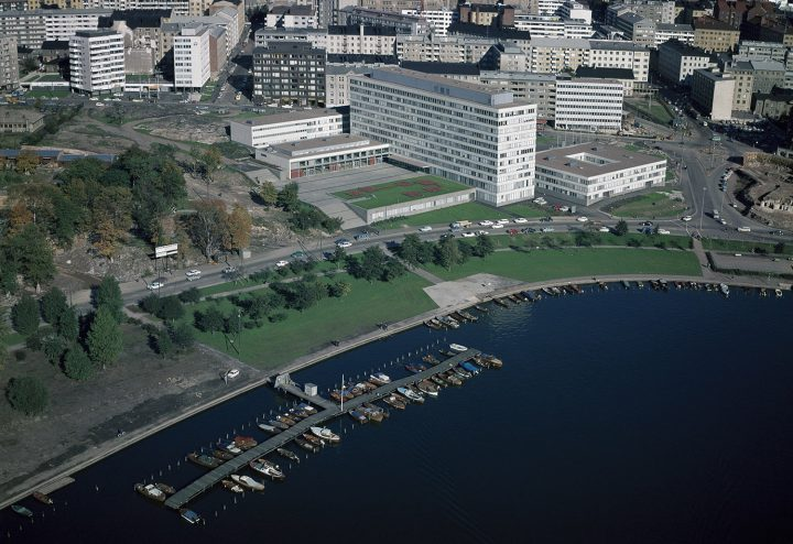 Kallio Municipal Officies in the middle with Helsinki City Theatre and Circle House, aerial view from 1973, Kallio Municipal Office Building