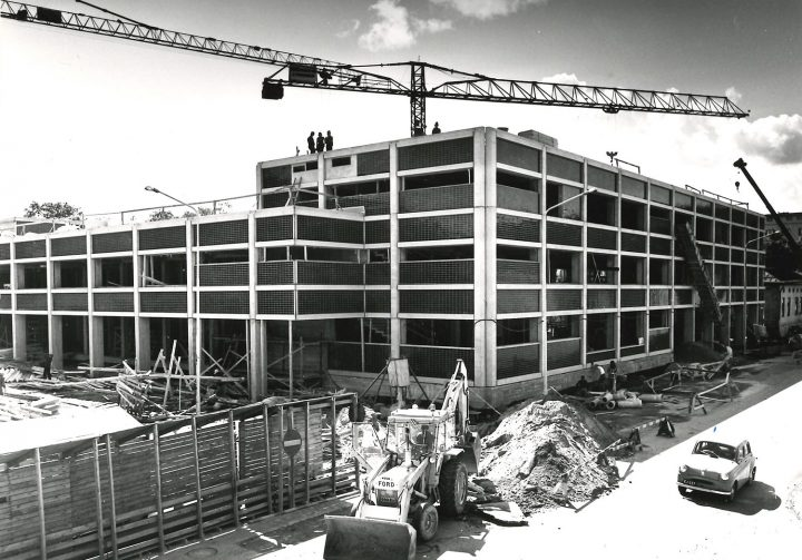 The construction in 1975, City Library