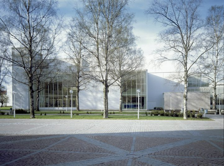 Part of the elevation façing Lahti City Theatre, Lahti Main Library