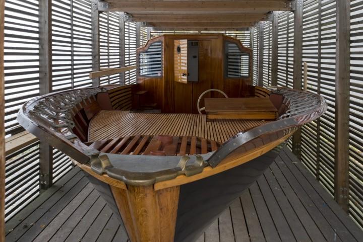 'Nemo propheta in patria' stored under a canopy, Muuratsalo Experimental House
