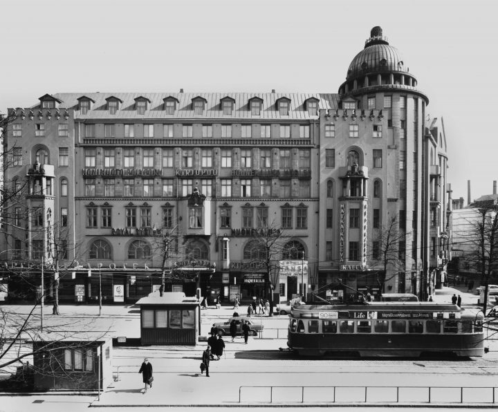 The building photographed from the other side of Mannerheimintie in 1966, New Student House