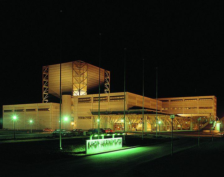 Main façade in the night time, Lahti City Theatre