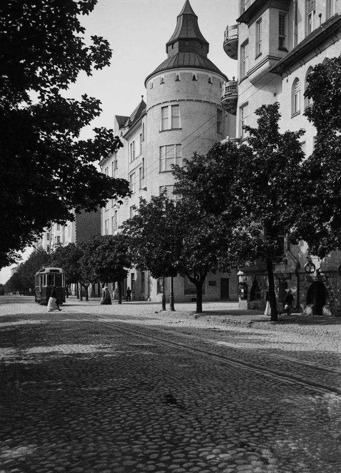 Sanmard House photographed from Bulevardi in the 1900s, Sanmark House