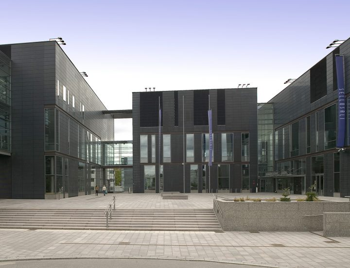 The adjacent Sello Concert Hall, Sello Library