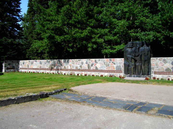 Soldier's grave monument by sculptor Eila Hiltunen, Simpele Church