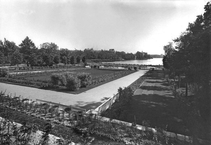 The rose garden in front of the Winter Garden in the 1920s, Winter Garden