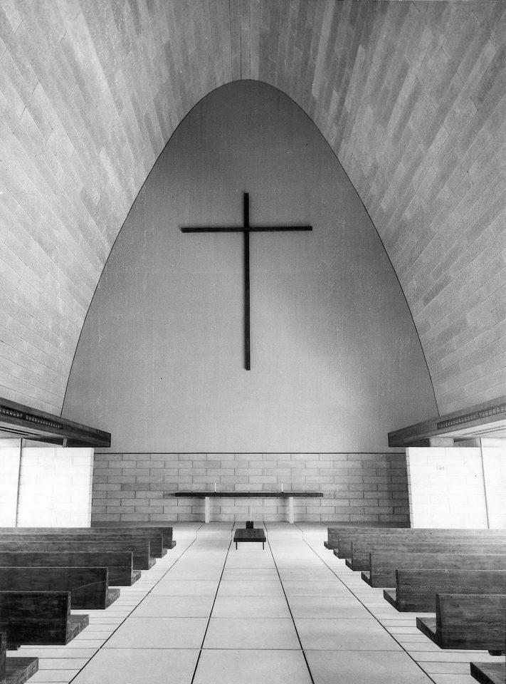 Interior of the large chapel, Vatiala Chapel