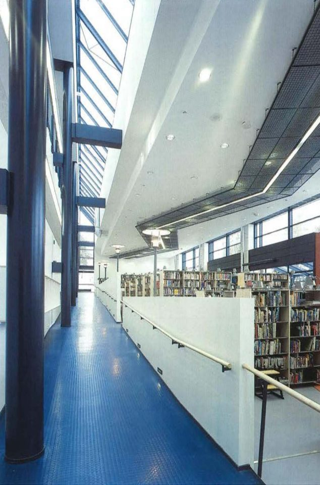Ramp between different levels, Vihti Main Library