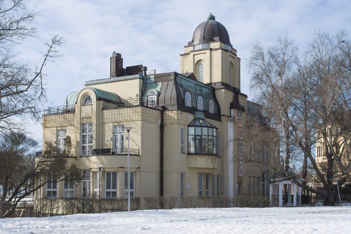 The façade towards Ensipuisto park , Villa Ensi