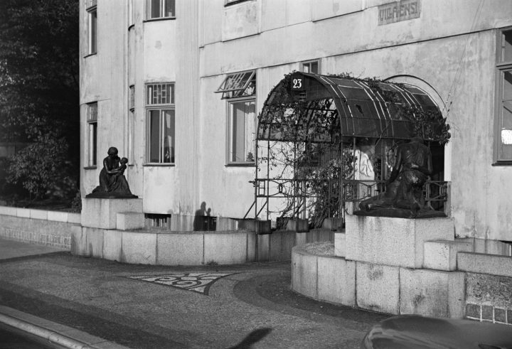 Main entrance in the early 1950s, Villa Ensi