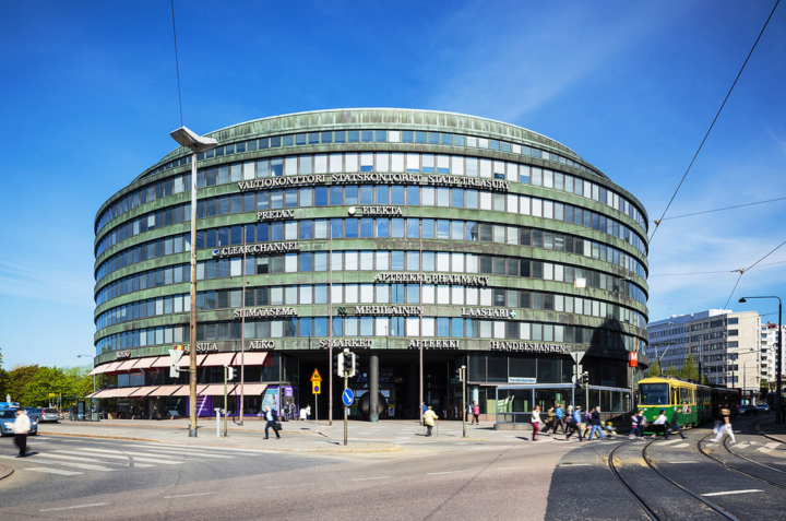 The building photographed from the Hakaniementori, Circle House