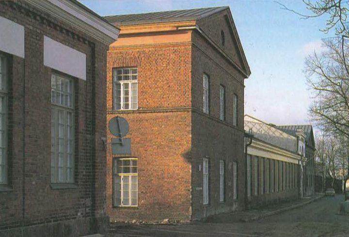 View on Laivastokuja, Katajanokka School and Luotsi Daycare Centre