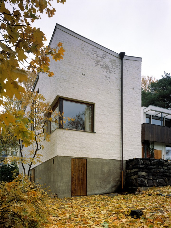 In front the studio wing, The Aalto House