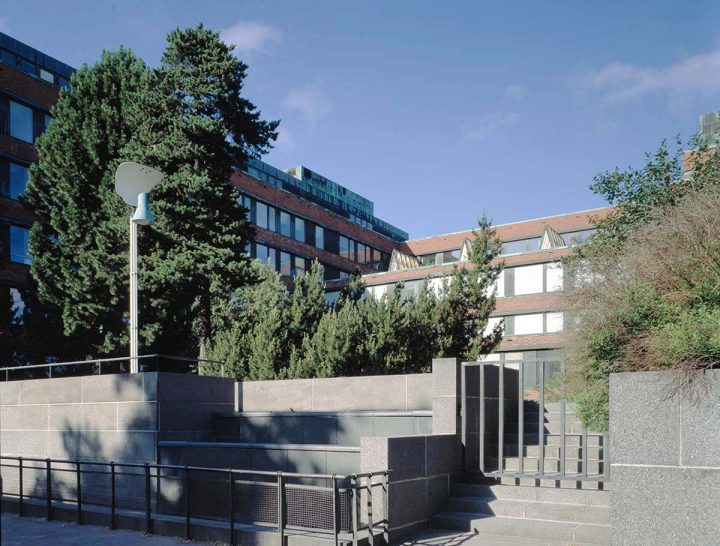 Courtyard side in 1997, National Pensions Institute