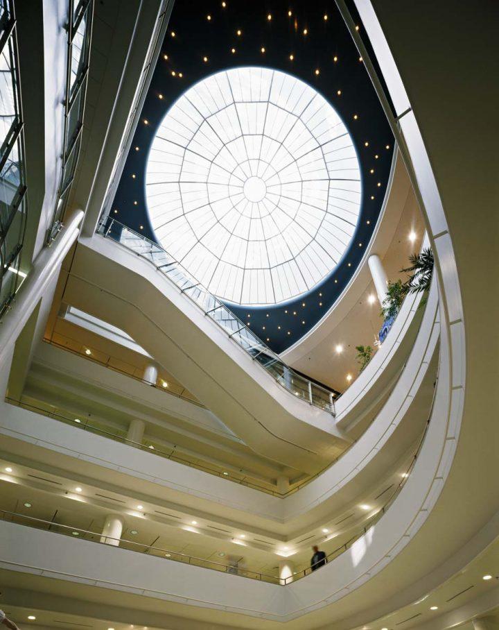 Atrium in the extension by Gullichsen-Kairamo-Vormala, Stockmann Department Store