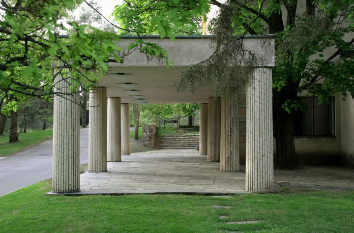 The entrance portico refers to Sigurd Lewerentz's Resurrection Chapel (1925) in Stockholm, Resurrection Chapel