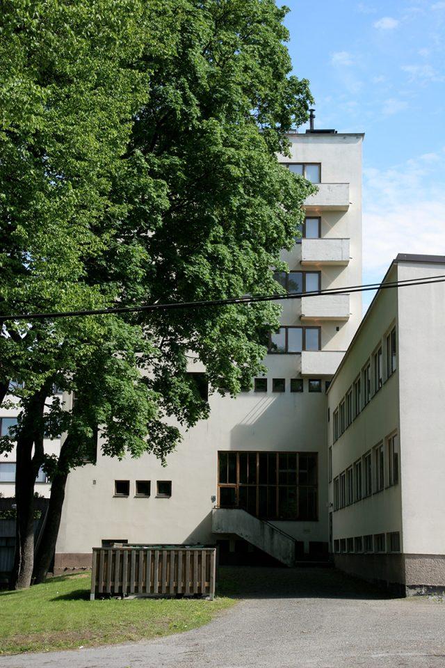 Façade towards Piispankatu street, Åbo Akademi Book Tower