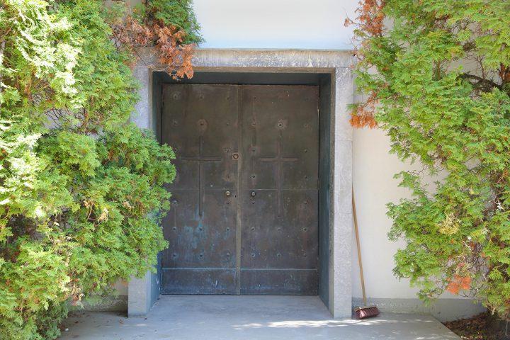 Entrance door, Parainen Funerary Chapel