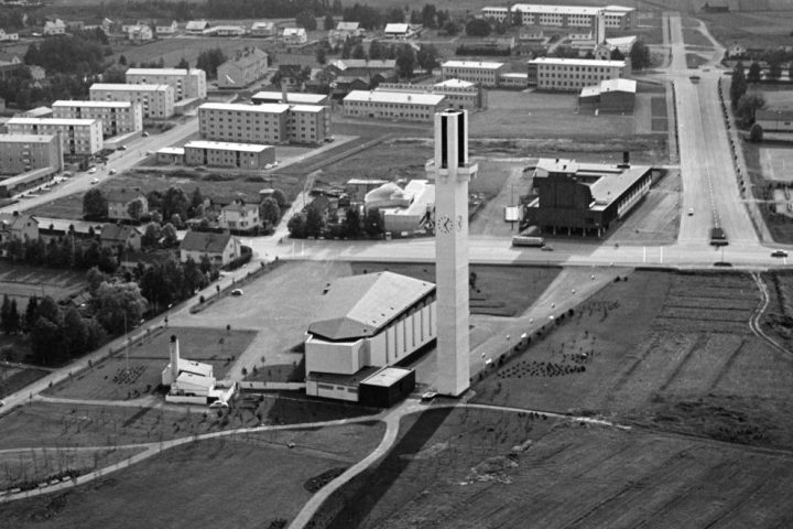 "1960s aerial photo, Cross of the Plains Church ""Lakeuden risti"""