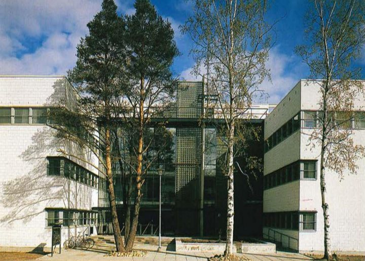 Entrance courtyard on Kauppakatu, Government Office Building