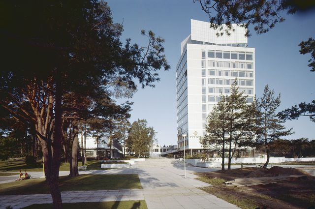 View from Heikintori Square, Tapiola Central Tower