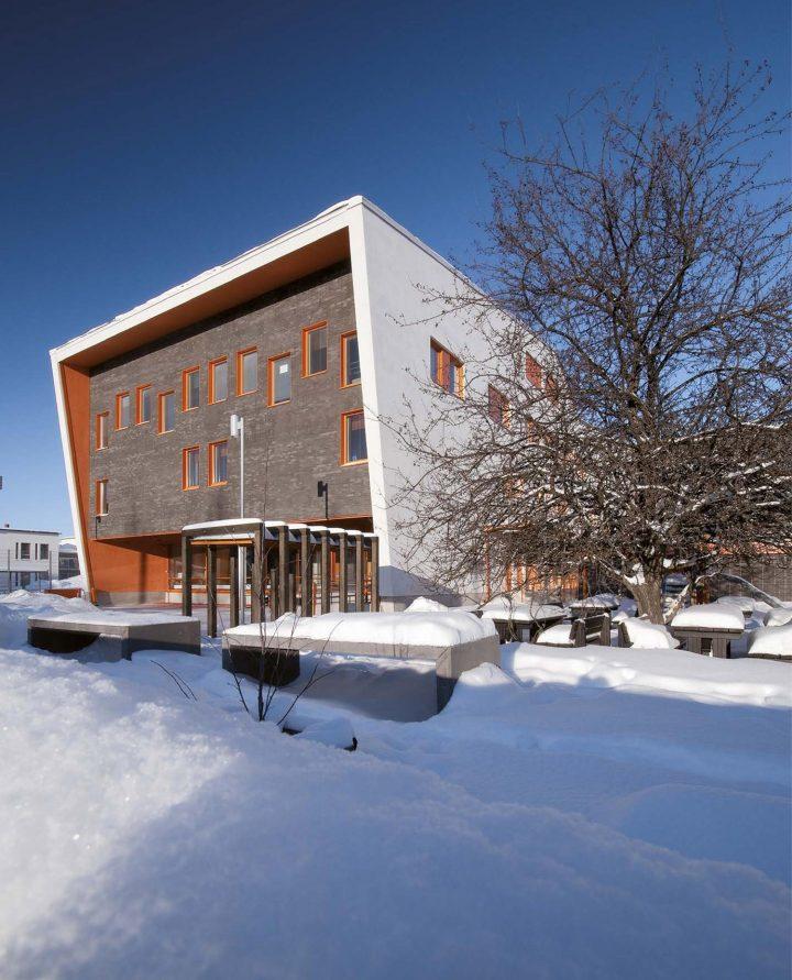 Entrance from the Myllytullinkatu , Tervaväylä School, Lohipato Unit