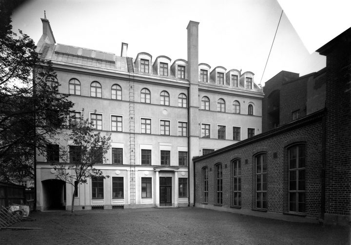 View from the courtyard in 1926, House of Learned Societies