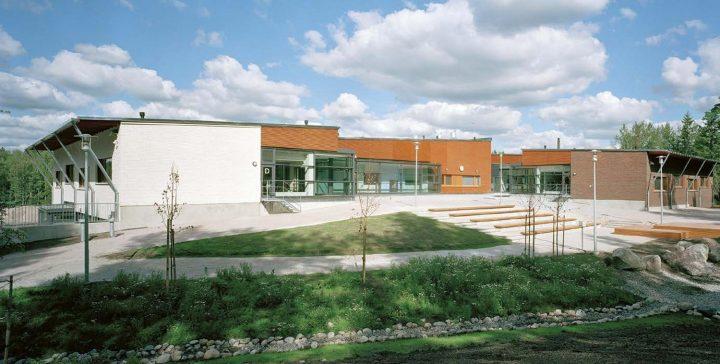 School yard, Ymmersta School