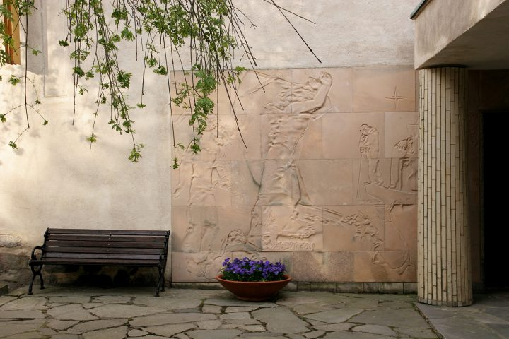 Relief at the entrance by Jussi Vikainen (1907–1992), Resurrection Chapel