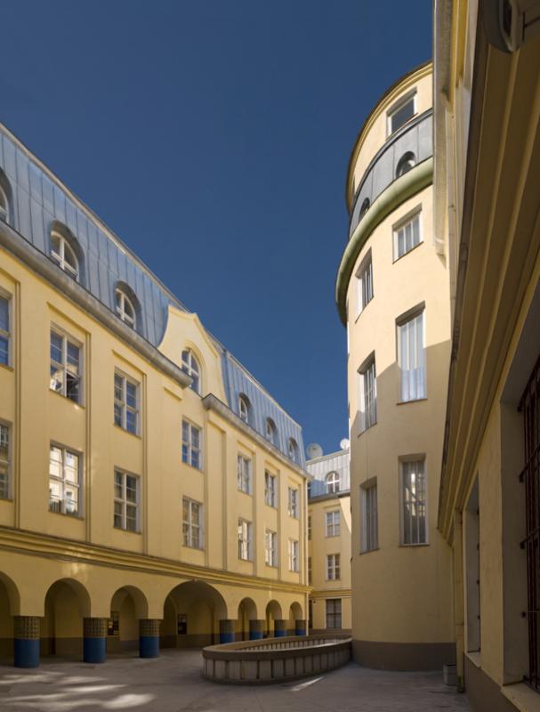 Inner courtyard in 2009, Saarinen House